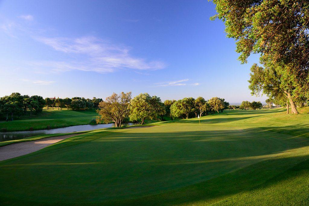 https://golftravelpeople.com/wp-content/uploads/2019/04/Peralada-Golf-Club-3-1024x683.jpg