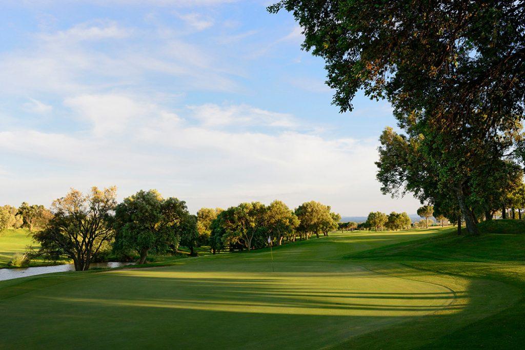 https://golftravelpeople.com/wp-content/uploads/2019/04/Peralada-Golf-Club-5-1024x683.jpg