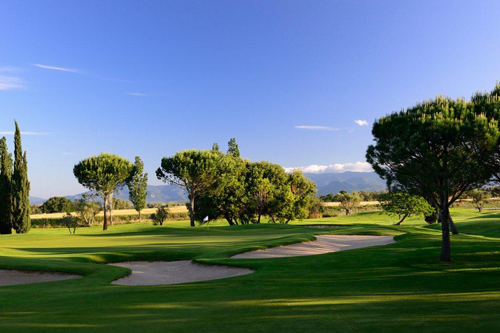 https://golftravelpeople.com/wp-content/uploads/2019/04/Peralada-Golf-Club-8-1024x683.jpg