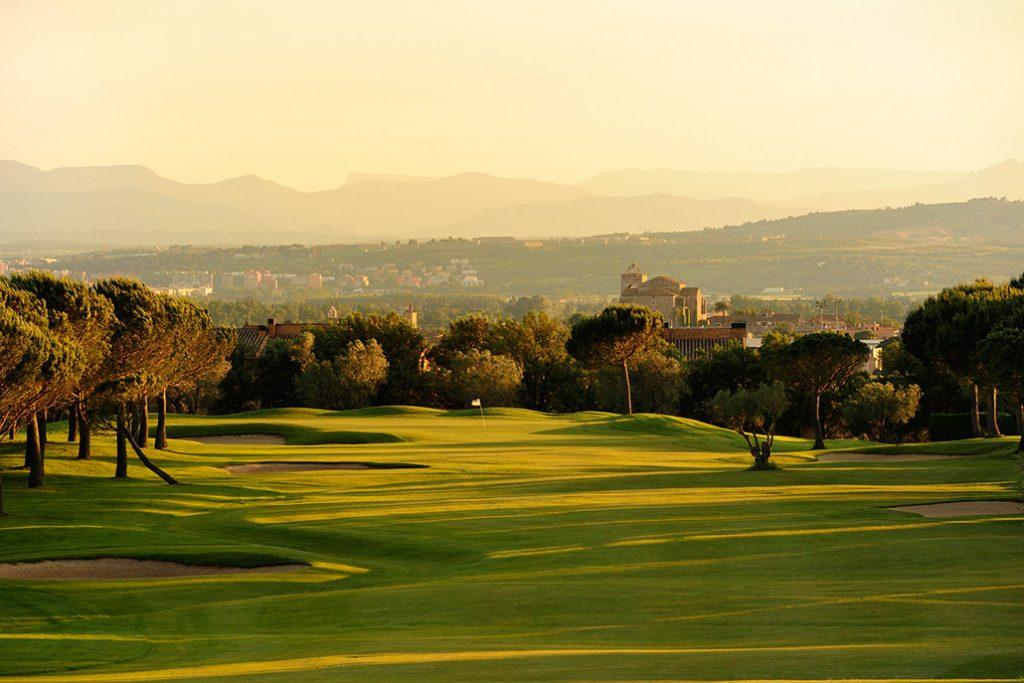 https://golftravelpeople.com/wp-content/uploads/2019/04/Peralada-Golf-Club-9-1024x683.jpg