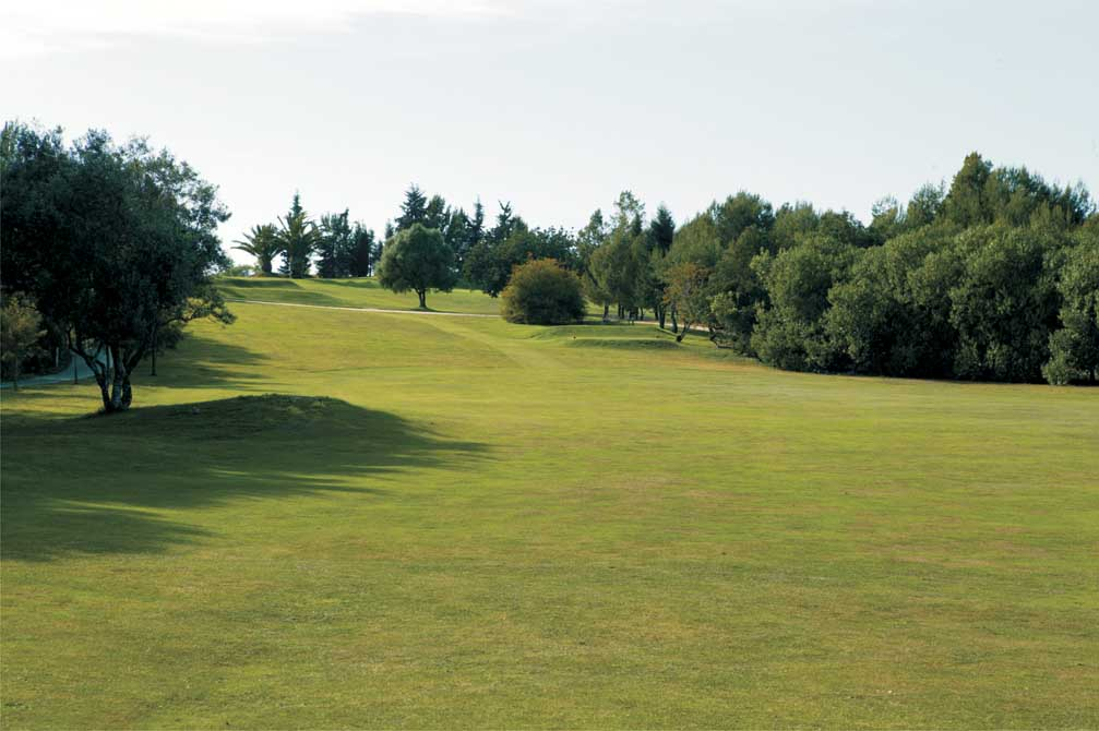 https://golftravelpeople.com/wp-content/uploads/2019/04/Pestana-Alto-Golf-Club-10.jpg