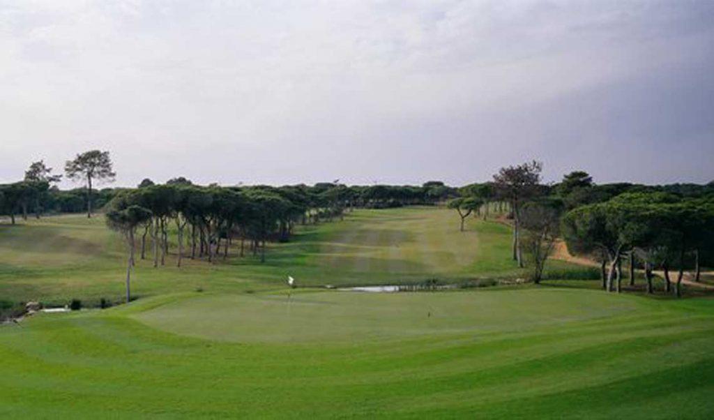 https://golftravelpeople.com/wp-content/uploads/2019/04/Pestana-Vila-Sol-Golf-Club-12-8-1024x602.jpg