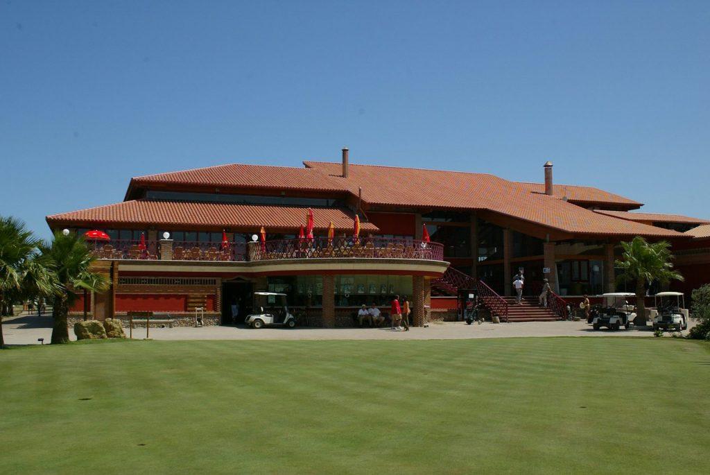 https://golftravelpeople.com/wp-content/uploads/2019/04/Playa-Serena-Golf-Club-1-1024x685.jpg