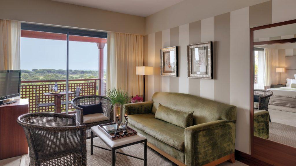 https://golftravelpeople.com/wp-content/uploads/2019/04/Precise-Resort-El-Rompido-Bedrooms-New-4-1024x576.jpg