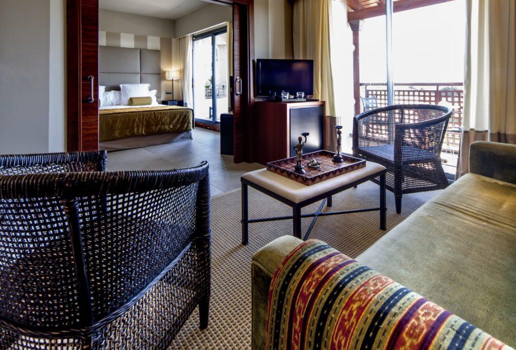 https://golftravelpeople.com/wp-content/uploads/2019/04/Precise-Resort-El-Rompido-Bedrooms-New-6-1024x694.jpg