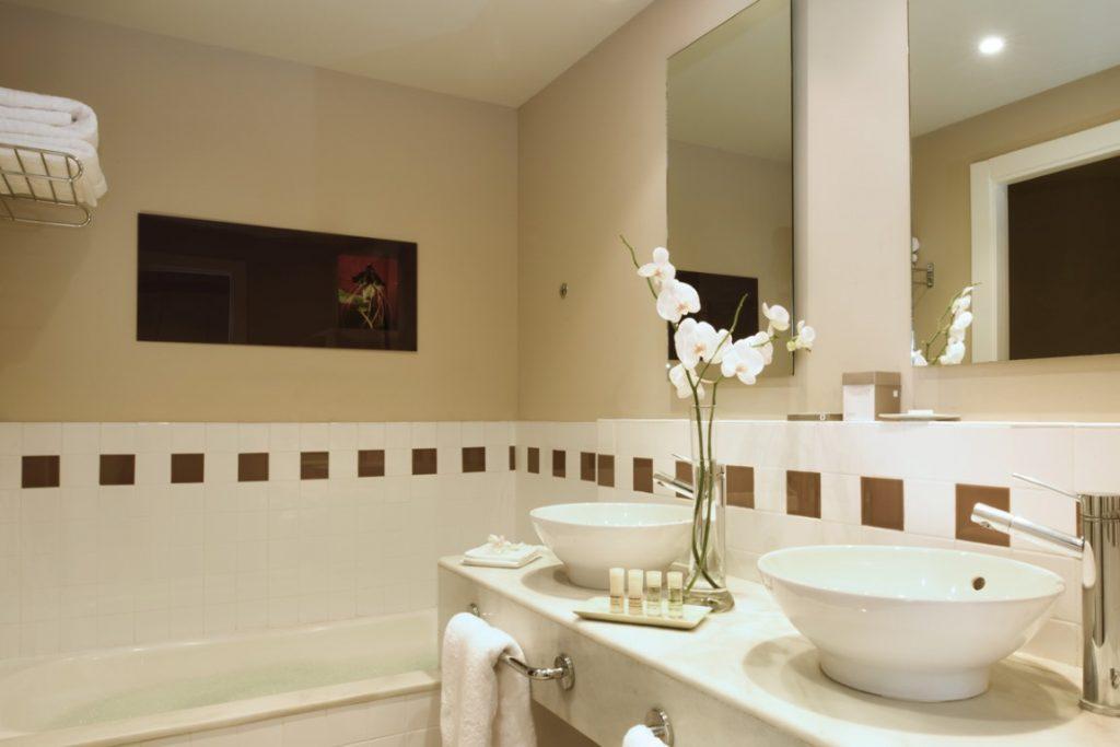 https://golftravelpeople.com/wp-content/uploads/2019/04/Precise-Resort-El-Rompido-Bedrooms-New-7-1024x683.jpg