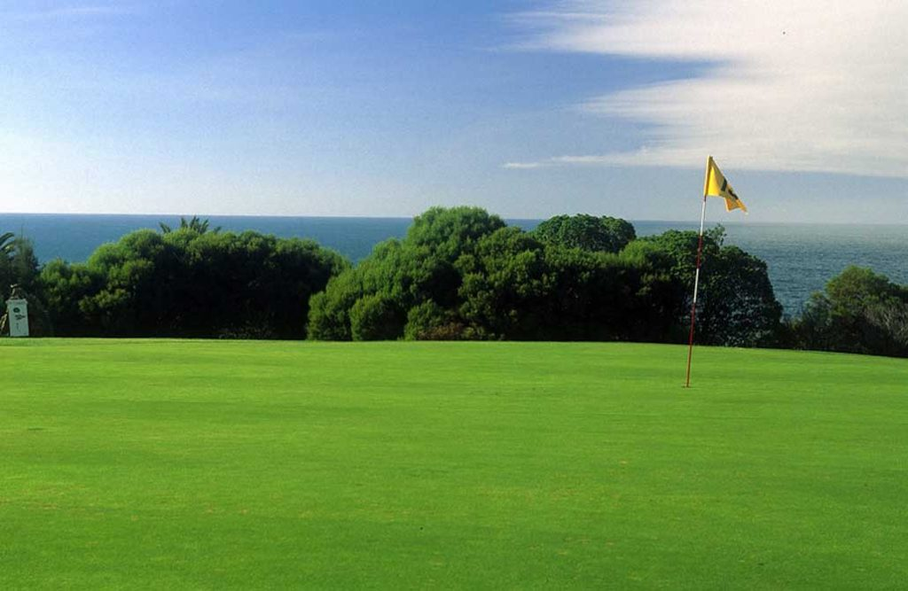 https://golftravelpeople.com/wp-content/uploads/2019/04/Quinta-da-Marinha-Golf-Club-21-1024x667.jpg