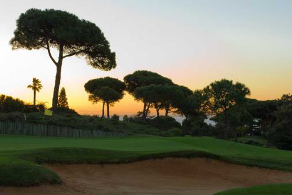 https://golftravelpeople.com/wp-content/uploads/2019/04/Quinta-da-Marinha-Golf-Club-5.jpg