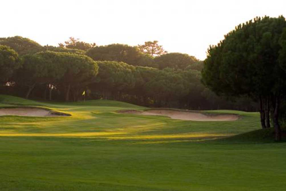 https://golftravelpeople.com/wp-content/uploads/2019/04/Quinta-da-Marinha-Golf-Club-7.jpg