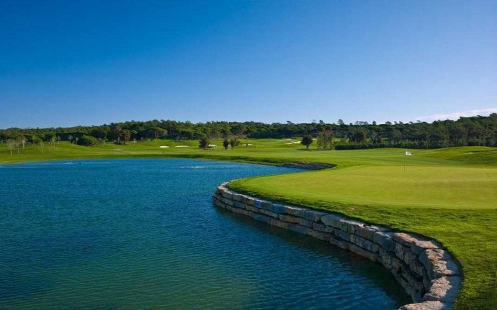 https://golftravelpeople.com/wp-content/uploads/2019/04/Quinta-do-Lago-Golf-Club-Laranjal-5-1024x640.jpg