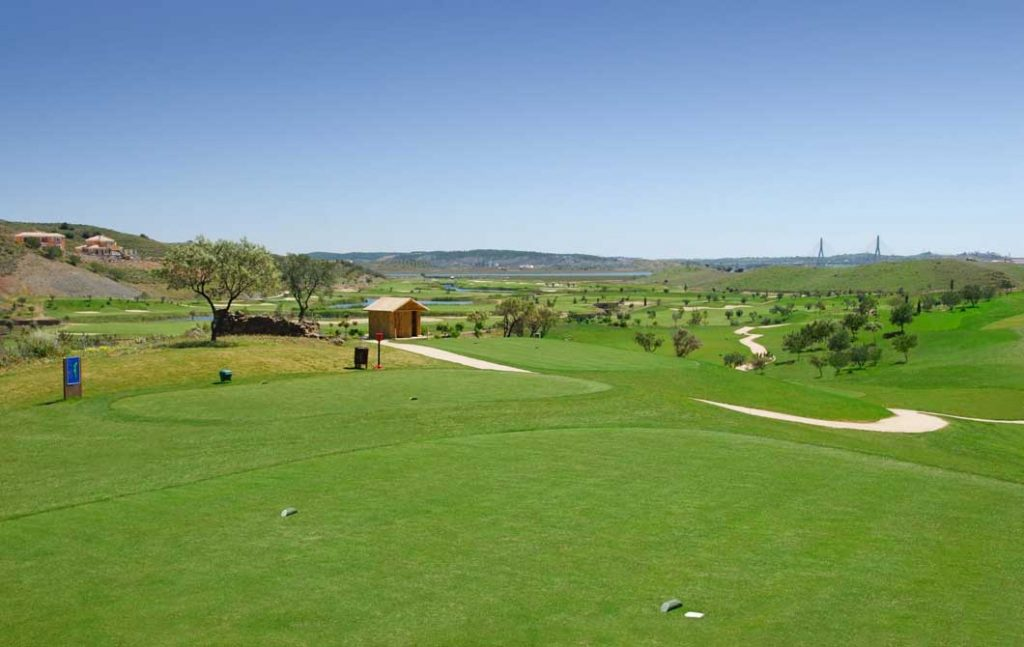 https://golftravelpeople.com/wp-content/uploads/2019/04/Quinta-do-Vale-Golf-Club-19-1024x647.jpg