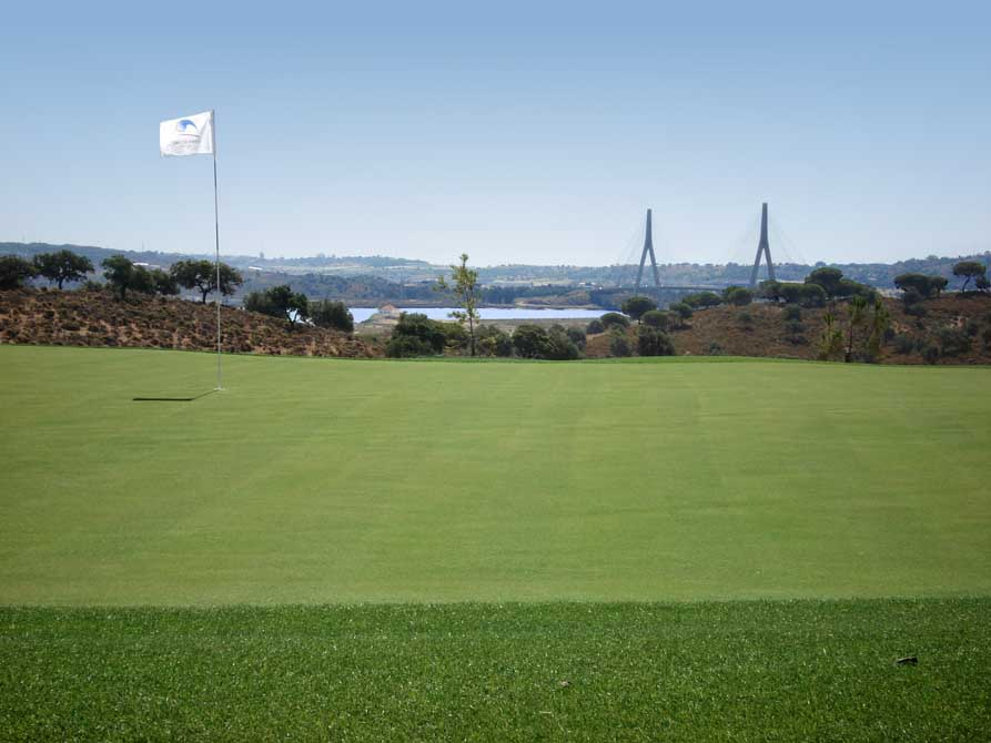 https://golftravelpeople.com/wp-content/uploads/2019/04/Quinta-do-Vale-Golf-Club-6.jpg