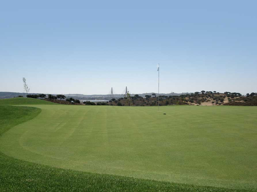 https://golftravelpeople.com/wp-content/uploads/2019/04/Quinta-do-Vale-Golf-Club-7.jpg