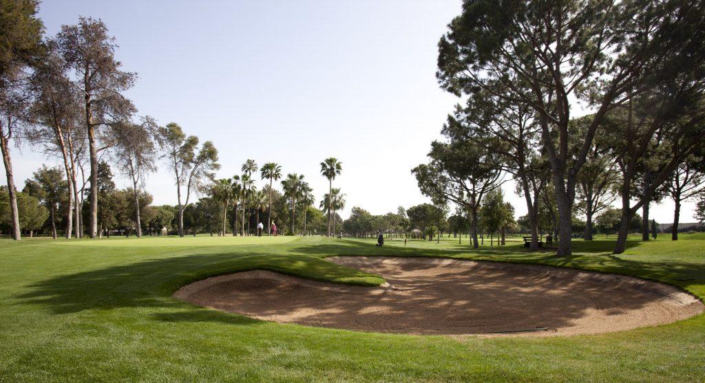 https://golftravelpeople.com/wp-content/uploads/2019/04/Real-Club-Pineda-Golf-Seville-2-1024x557.jpg