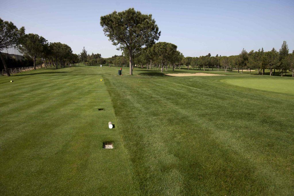 https://golftravelpeople.com/wp-content/uploads/2019/04/Real-Club-Pineda-Golf-Seville-4-1024x683.jpg
