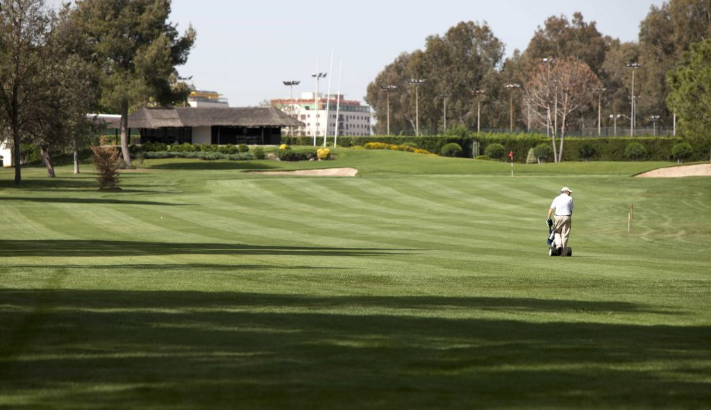 https://golftravelpeople.com/wp-content/uploads/2019/04/Real-Club-Pineda-Golf-Seville-5-1024x590.jpg