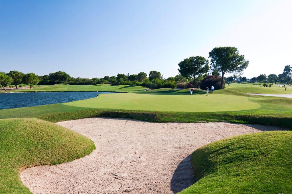 https://golftravelpeople.com/wp-content/uploads/2019/04/Real-Club-Seville-10-1024x683.jpeg