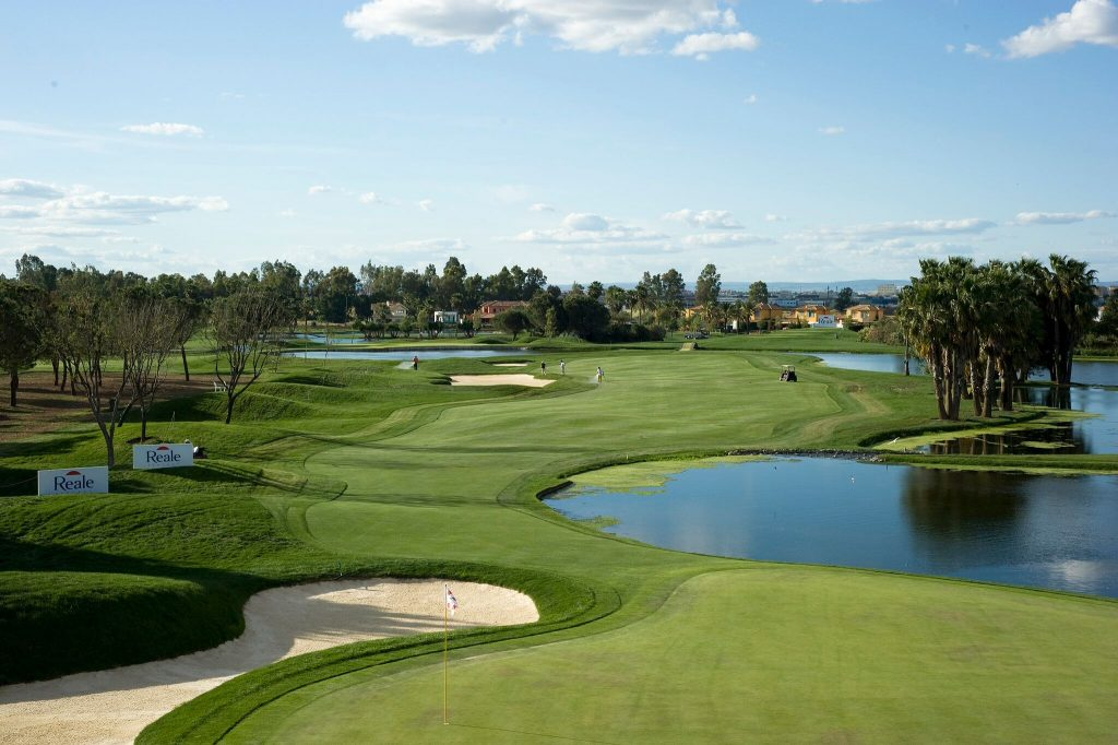 https://golftravelpeople.com/wp-content/uploads/2019/04/Real-Club-Seville-13-1024x682.jpeg