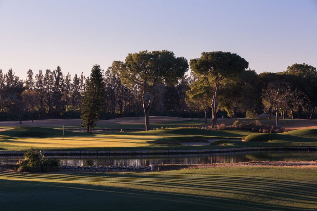 https://golftravelpeople.com/wp-content/uploads/2019/04/Real-Club-Seville-Winter-Conditions-9-1024x683.jpeg
