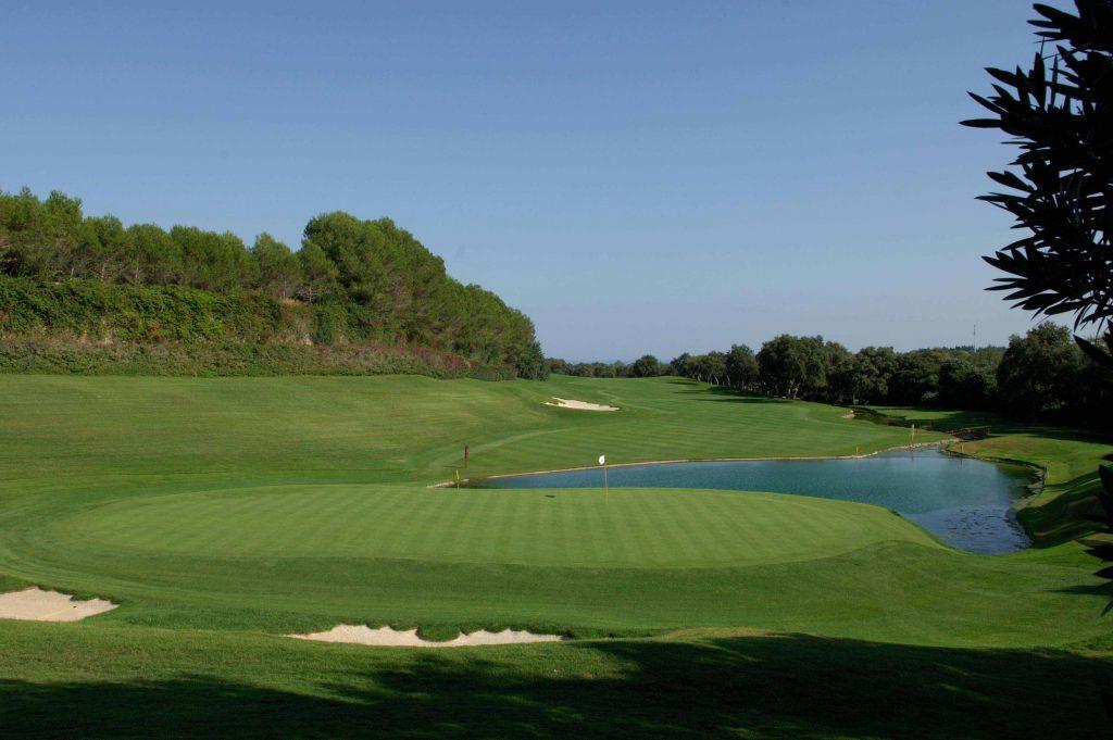 https://golftravelpeople.com/wp-content/uploads/2019/04/Real-Club-Valderrama-11-1024x681.jpg
