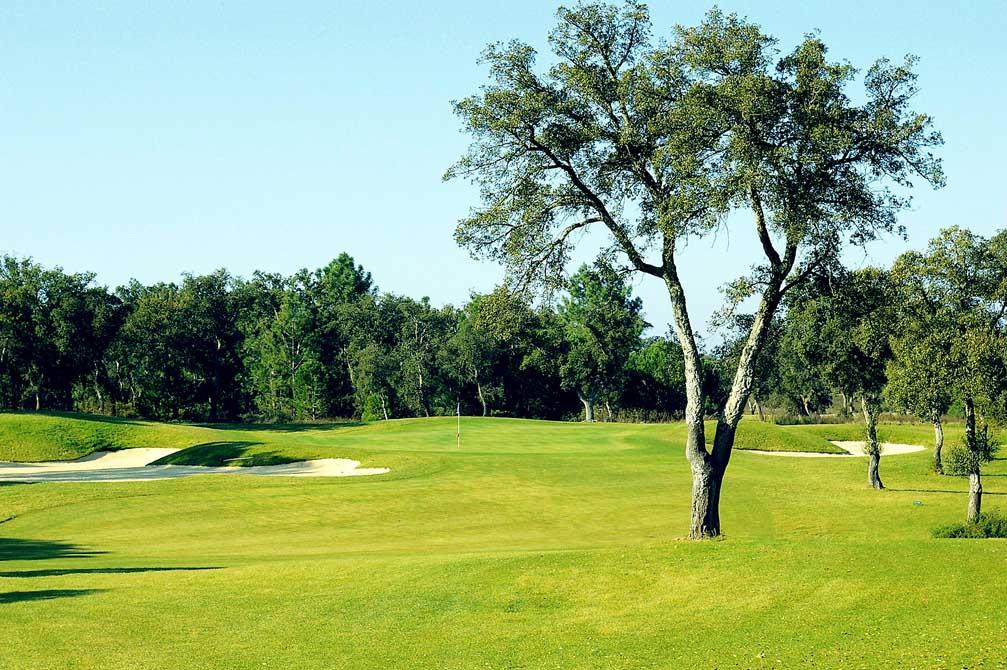 https://golftravelpeople.com/wp-content/uploads/2019/04/Riba-Golfe-1-8.jpg