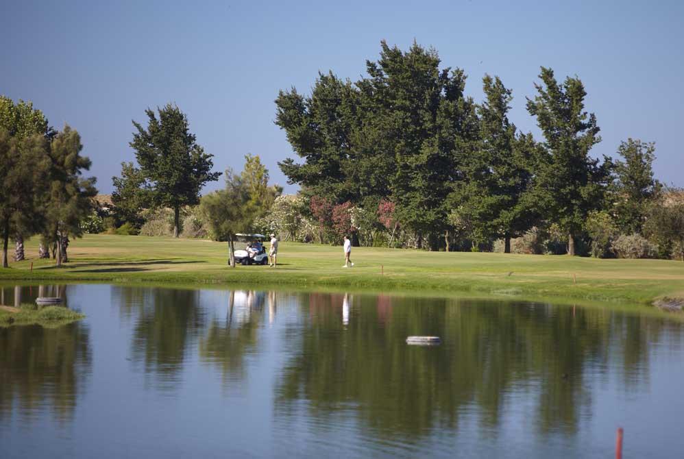https://golftravelpeople.com/wp-content/uploads/2019/04/Salgados-Golf-Club-11.jpg
