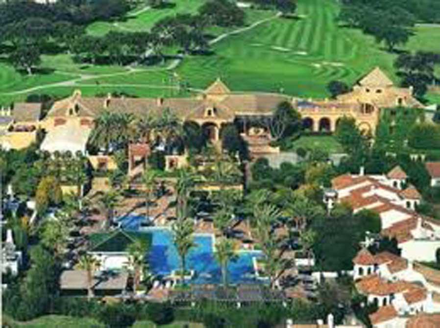 https://golftravelpeople.com/wp-content/uploads/2019/04/San-Roque-Suites-2.jpg