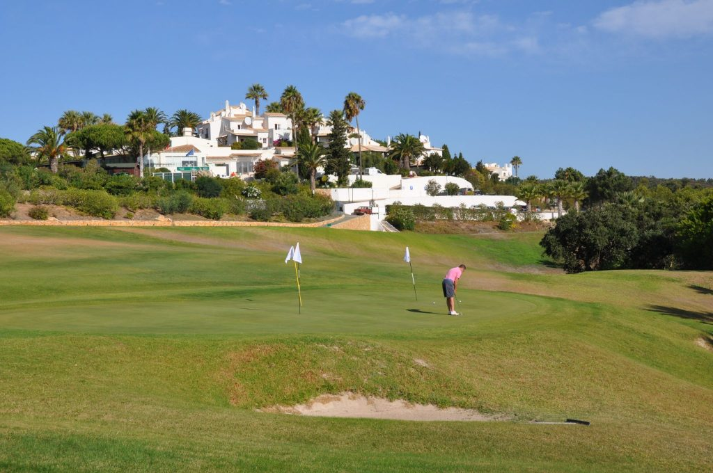 https://golftravelpeople.com/wp-content/uploads/2019/04/Santo-Antonio-Golf-Club-Algarve-Portugal-22-1024x680.jpg