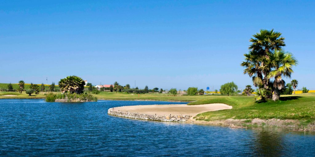 https://golftravelpeople.com/wp-content/uploads/2019/04/Sherry-Golf-Jerez-1-1024x512.jpg