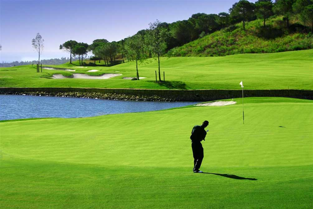 https://golftravelpeople.com/wp-content/uploads/2019/04/Spains-Finest-San-Roque-Golf-Club-Old-Course.jpg