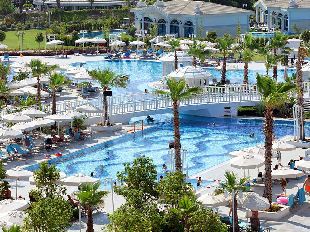 https://golftravelpeople.com/wp-content/uploads/2019/04/Sueno-Deluxe-Belek-Swimming-Pools-2.jpg