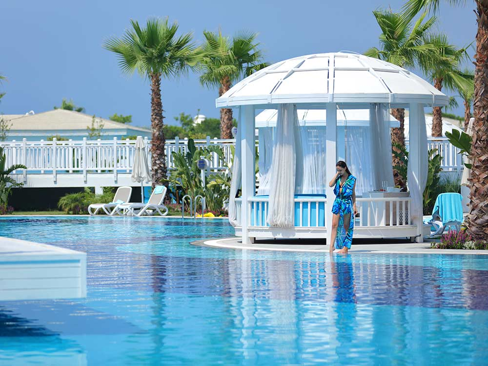 https://golftravelpeople.com/wp-content/uploads/2019/04/Sueno-Deluxe-Belek-Swimming-Pools-4.jpg