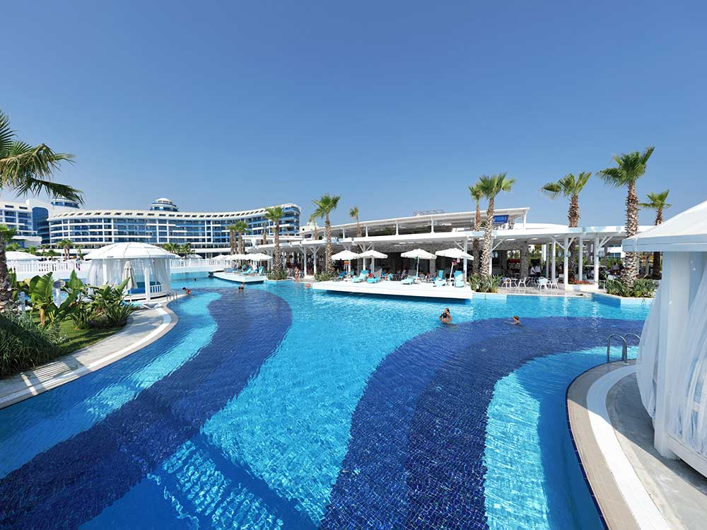 https://golftravelpeople.com/wp-content/uploads/2019/04/Sueno-Deluxe-Belek-Swimming-Pools-7.jpg