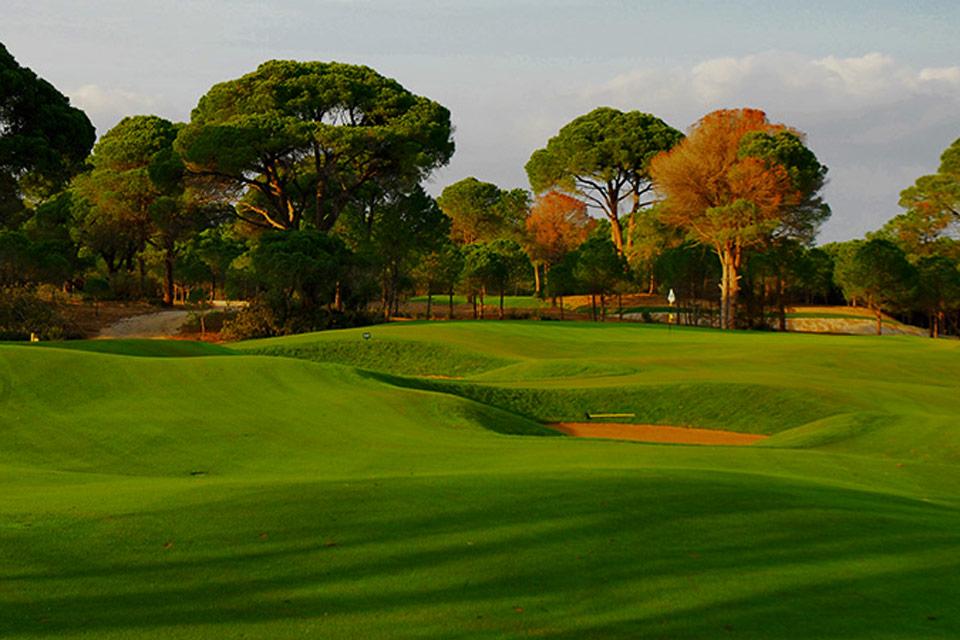 https://golftravelpeople.com/wp-content/uploads/2019/04/Sueno-Golf-Club-Belek-Pines-Course.jpg