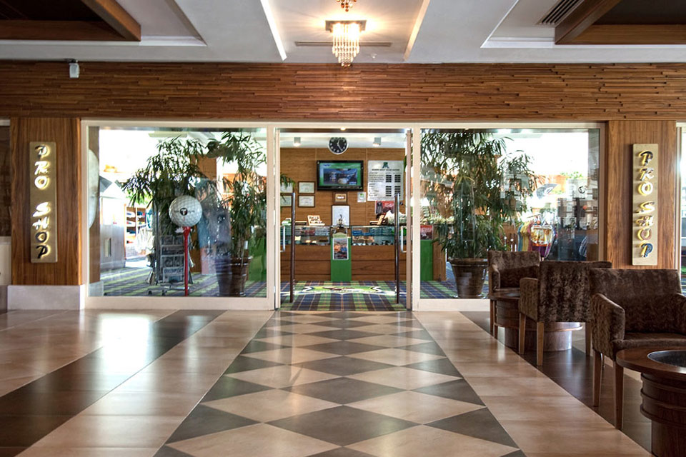 https://golftravelpeople.com/wp-content/uploads/2019/04/Sueno-Golf-Club-Belek-Pro-Shop-2.jpg