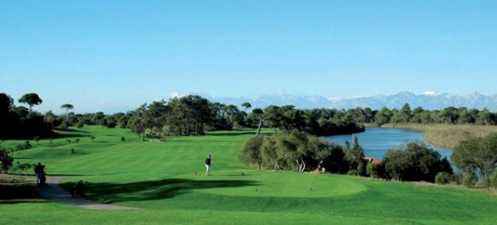 https://golftravelpeople.com/wp-content/uploads/2019/04/Tat-International-Golf-Club-1-1024x465.jpg