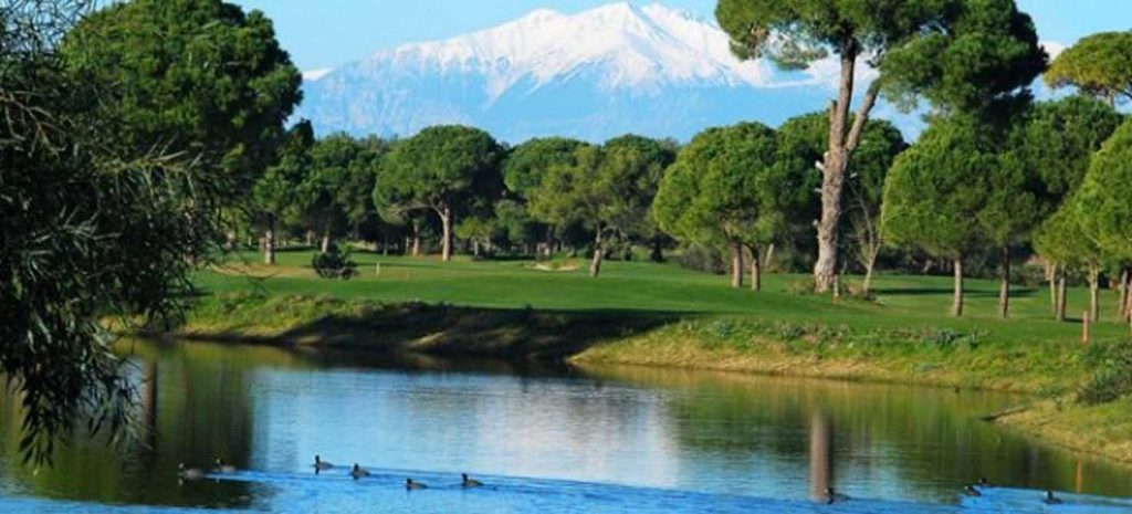 https://golftravelpeople.com/wp-content/uploads/2019/04/Tat-International-Golf-Club-3-1024x465.jpg