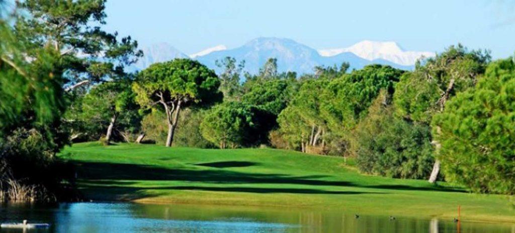 https://golftravelpeople.com/wp-content/uploads/2019/04/Tat-International-Golf-Club-6-1024x465.jpg