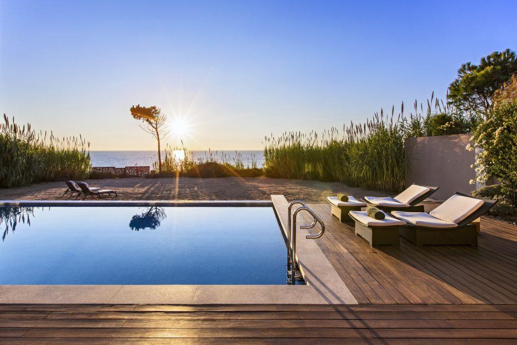 https://golftravelpeople.com/wp-content/uploads/2019/04/The-Romanos-Luxury-Collection-Resort-at-Costa-Navarino-Ambassador-Villas-Ithomi-Sapientza-Pool-1024x683.jpg