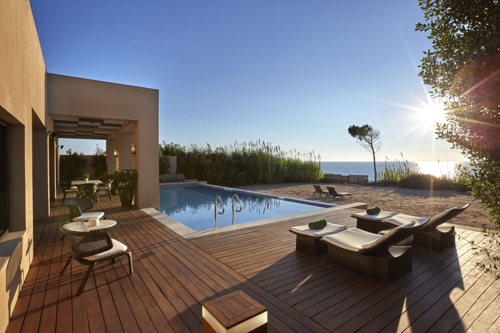 https://golftravelpeople.com/wp-content/uploads/2019/04/The-Romanos-Luxury-Collection-Resort-at-Costa-Navarino-Ambassador-Villas-Ithomi-Sapientza-Terrace-1024x683.jpg