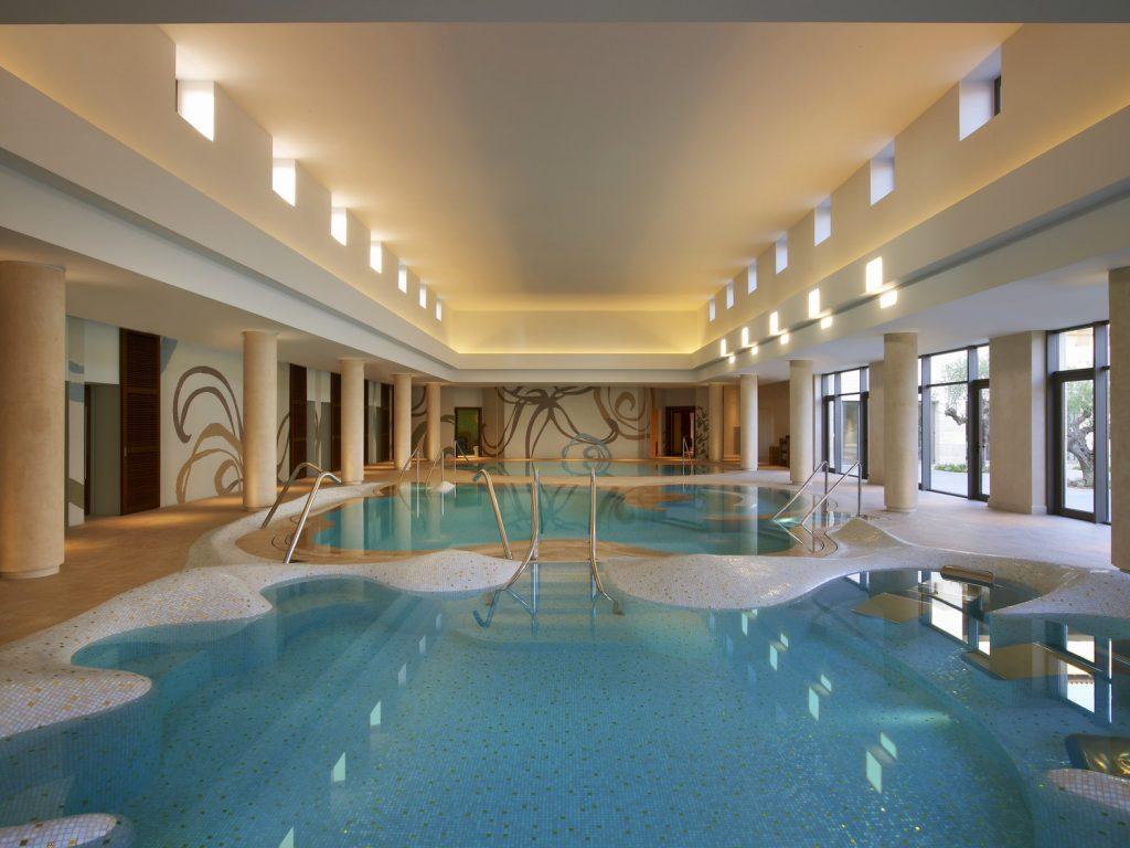 https://golftravelpeople.com/wp-content/uploads/2019/04/The-Romanos-Luxury-Collection-Resort-at-Costa-Navarino-Anazoe-Spa-Hydro-Massage-1024x768.jpg