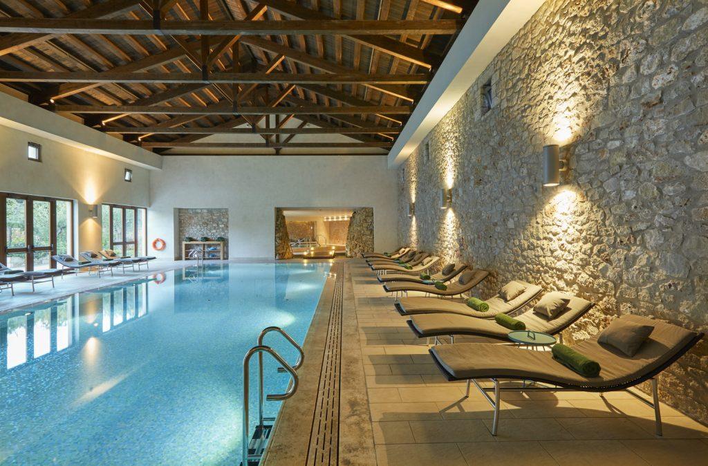 https://golftravelpeople.com/wp-content/uploads/2019/04/The-Romanos-Luxury-Collection-Resort-at-Costa-Navarino-Health-Club-Pool-1024x674.jpg