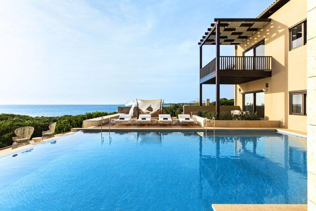 https://golftravelpeople.com/wp-content/uploads/2019/04/The-Romanos-Luxury-Collection-Resort-at-Costa-Navarino-Koroni-Royal-Villa-Pool-1024x683.jpg