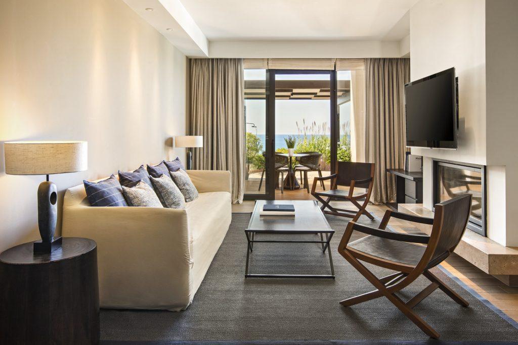 https://golftravelpeople.com/wp-content/uploads/2019/04/The-Romanos-Luxury-Collection-Resort-at-Costa-Navarino-Master-Infinity-Villa-Living-Room-1024x683.jpg