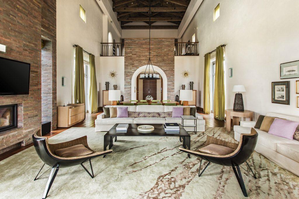 https://golftravelpeople.com/wp-content/uploads/2019/04/The-Romanos-Luxury-Collection-Resort-at-Costa-Navarino-Methoni-Royal-Villa-Living-Room-1024x683.jpg