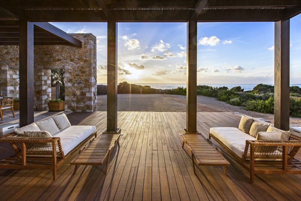 https://golftravelpeople.com/wp-content/uploads/2019/04/The-Romanos-Luxury-Collection-Resort-at-Costa-Navarino-Methoni-Royal-Villa-Terrace-1024x684.jpg