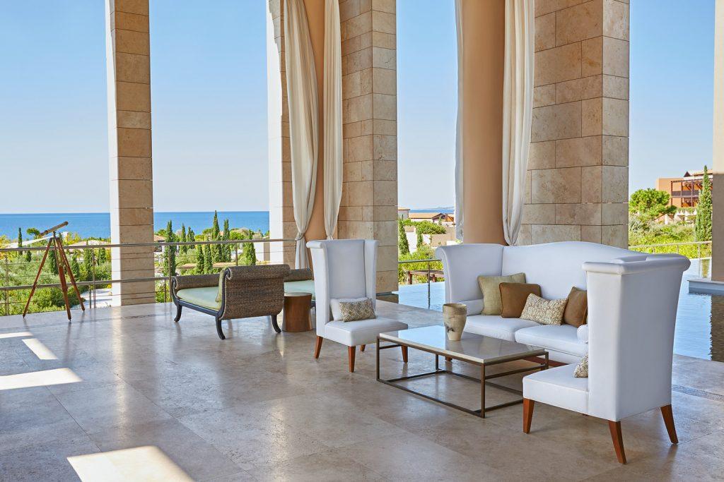 https://golftravelpeople.com/wp-content/uploads/2019/04/The-Romanos-Luxury-Collection-Resort-at-Costa-Navarino-Open-air-Lobby-2-1024x683.jpg