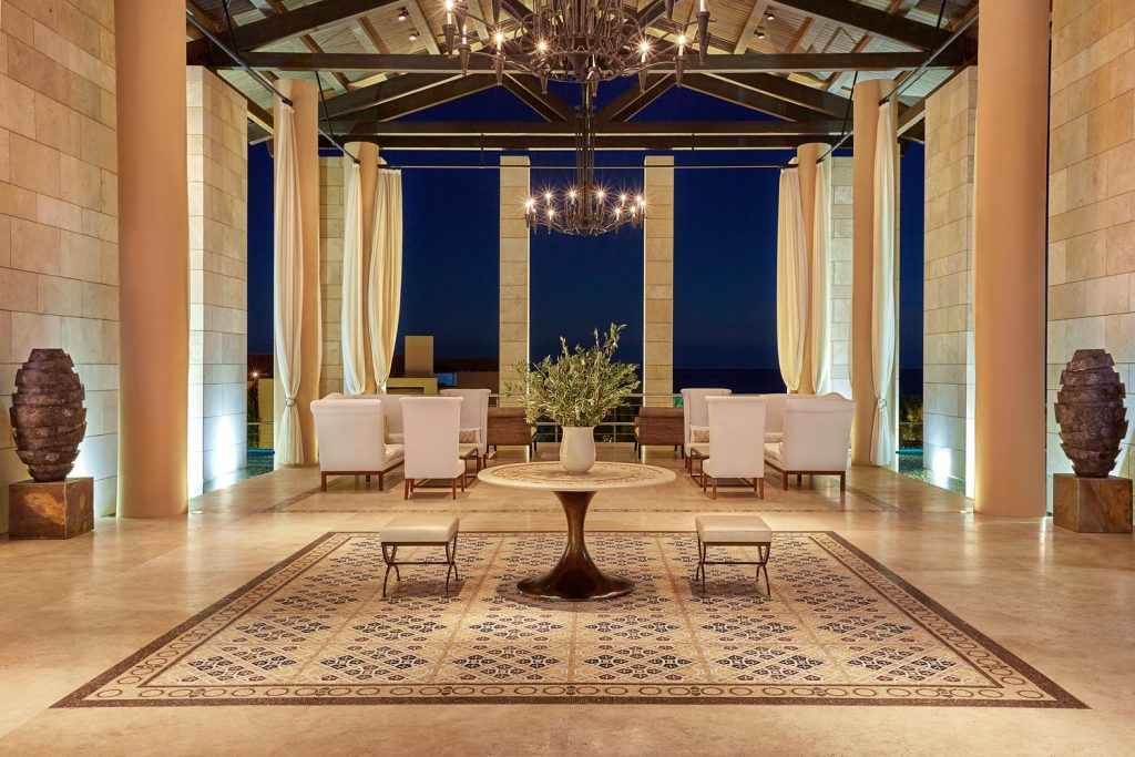 https://golftravelpeople.com/wp-content/uploads/2019/04/The-Romanos-Luxury-Collection-Resort-at-Costa-Navarino-Open-air-Lobby-by-Night-1024x683.jpg