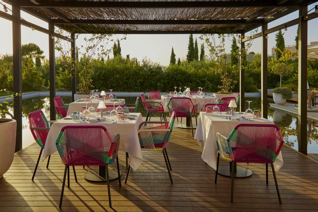 https://golftravelpeople.com/wp-content/uploads/2019/04/The-Romanos-Luxury-Collection-Resort-at-Costa-Navarino-Perovino-1024x683.jpg