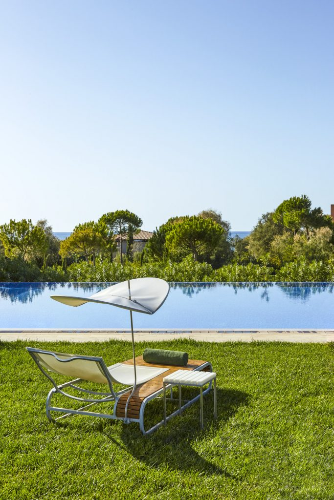 https://golftravelpeople.com/wp-content/uploads/2019/04/The-Romanos-Luxury-Collection-Resort-at-Costa-Navarino-Romanos-Pool-Detail-683x1024.jpg